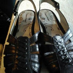 Women's size 10 Bare Traps Sandals
